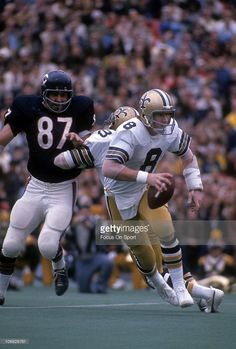 Quarterback Archie Manning of the New Orleans Saints runs with the. Nfl Football Games, Football Images, Nfl Football Players, Best Football Team, Sport Football, School Football, Nfl Superbowl, Football Cards, New Orleans Saints Football