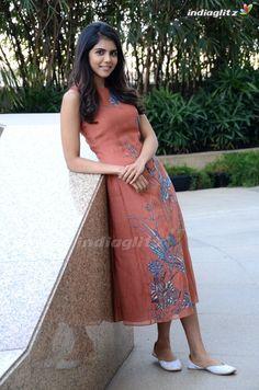 Kalyani Priyadarshan Beautiful Girl Indian, Beautiful Indian Actress, Beautiful Actresses, Indian Actress Gallery, Tamil Actress Photos, South Actress, South Indian Actress, Lovely Girl Image, Stylish Girl Images