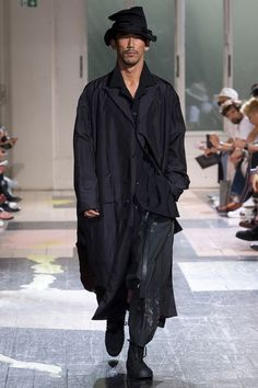 See the complete Yohji Yamamoto Spring 2018 Menswear collection.