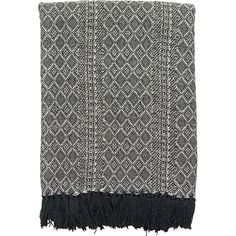 This black & white blanket will be the perfect addition to light and minimalistic interiors!