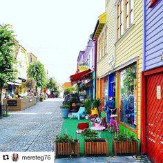 Fargerike liv. #reiseblogger #reiseliv #reisetips #reiseråd  #Repost @mereteg76 (@get_repost)  Love this street