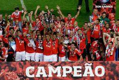 2014-04-20 O Benfica pôr-se a campeão da liga (2273×1538)