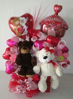 cute valentines day ideas for her - Valentines Day Ideas Valentines Day Baskets, Cute Valentines Day Ideas, Bear Valentines, Homemade Valentines, Valentines Day Party, Valentine Crafts, Candy Bouquet Diy, Valentine Bouquet, Valentine Flower Arrangements