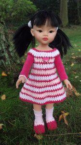 Bonjour, aujourd'hui, je vous propose le tuto de la robe rayée (sans les manches) Crochet 3 44 ml 1er rang : blanc - 3 ml - un rang de brides 2ème rang : Fushia - 1 ml - un rang de mailles serrées 3ème rang : rose pâle - 3 ml - 6 brides - sauter 9 mailles...