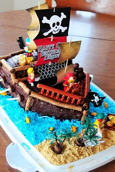 Cake at a Pirate Party :: Teal White Garden Parmeter -I thought of you when I saw this for your Pirate Birthday party =] Pirate Birthday Cake, Boy Birthday Parties, Birthday Ideas, Pirate Ship Cakes, Cute Cakes, Party Cakes, Cookie Decorating, Eat Cake, Themed Cakes