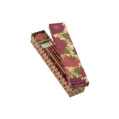 Vera Bradley Pencil Box (31 BRL) ❤ liked on Polyvore featuring home, home decor, office accessories, school, vera bradley pencils, colorful pencils, telephone box, lidded box and pattern box
