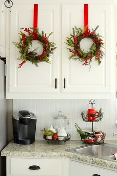 35 Christmas in the Kitchen Décor Ideas  #christmas #decorations #diy #kitchen