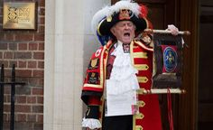 May 2015 ~ Outside the Lindo Wing of St. Mary's Hospital in London, the town crier announces the birth of a baby girl -- in line to the British throne -- to Prince William & Kate Middleton (The Duke & Duchess of Cambridge) in London. Royal Princess, Baby Princess, Princess Diana, Duke And Duchess, Duchess Of Cambridge, Duchess Kate, Prince William Wife, William Kate, First Daughter