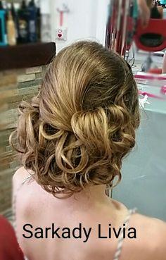 Konty#alkalmi #beautyhairstyle Long Hair Styles, Beauty, Long Hairstyle, Long Haircuts, Long Hair Cuts, Beauty Illustration, Long Hairstyles, Long Hair Dos