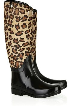 Hunter's iconic Wellingtons are the rain boots of choice for the fashion set, and this leopard-print calf hair-trimmed style is a dramatic update. Bootie Boots, Shoe Boots, Shoe Bag, Welly Boots, Muck Boots, Carrie Bradshaw, Cute Shoes, Me Too Shoes, Vip Fashion Australia
