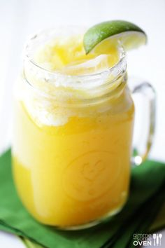 Fresh Pineapple Margaritas — SUPER simple to make, and perfectly refreshing for happy hour or the weekend! |gimmesomeoven.com#drinks