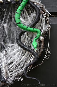 How to make a Spooky Halloween Wreath.