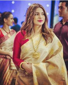 Drooling over such gorgeousness ... Isn't she beautiful?? Happy to see Priyanka Chopra adorning the exotic golden thread of Assam #mugasilk #proudassamese ❤❤❤...A must have piece of handloom in every handloom lover's wardrobe. Authentic #mugasilk has become so rare to find now that very soon it's gonna be a heirloom piece Priyanka Chopra Saree, Rekha Saree, Marathi Saree, Kerala Saree, Indian Sarees, Desiner Sarees, Assam Silk Saree, Saree Jewellery, Bollywood Outfits