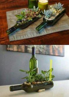 Botella de vino usada como macetero. Aquí os dejamos esta idea, pero para decorar sólo hace falta dejar volar la imaginación para conseguir resultados diferentes.