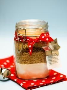 Natalehttp://il-boccaccio-dei-biscotti- un boccaccio in vetro per conserve da 1 litro, - farina (300g) - zucchero di canna (130g) - noci, nocciole e mandorle tritate (110g tra tutti e tre) - cioccolato fondente tritato (100g) - a scelta un pizzico di cannella.