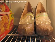 diy fashion hacks looks great . Life Hacks, How To Stretch Shoes, Diy Fashion, Fashion Tips, Fashion Hacks, Things To Know, Girl Things, Diy Projects To Try, Organizer