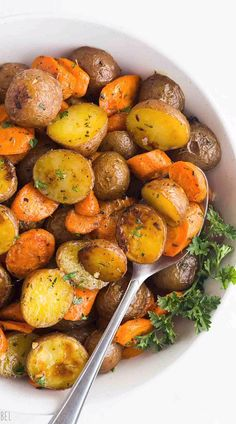 These easy Roasted Potatoes and Carrots are tossed in garlic butter and roasted to perfection - the perfect side dish for any meal With step by step recipe video roasted vegetables roasted carrots side dish recipe easy recipes easy dinner idea Healthy Side Dishes, Veggie Dishes, Side Dish Recipes, Easy Dinner Recipes, Easy Recipes, Easy Healthy Dinners, Roast Chicken Side Dishes, Dinner Ideas Healthy, Healthy Sides For Steak