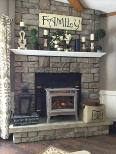Fireplace Decor Summer, Rustic Fireplace Mantle, Painted Brick Fireplaces, Paint Fireplace, Brick Fireplace Makeover, Rustic Mantle Decor, Fireplace Decorations, Mantel Ideas, Room Decorations