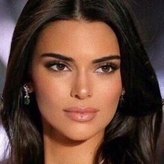 Kendall discovered by ♕ ilary on We Heart It Kendall Jenner Make Up, Kendall And Kylie, Kendall Jenner Eyebrows, Kendalll Jenner, Kardashian Jenner, Make Up Looks, Beauty Makeup, Hair Makeup, Hair Beauty