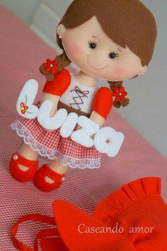 Mais Felt Crafts Dolls, Felt Crafts Diy, Fabric Crafts, Crafts For Kids, Felt Wreath, Baby Mobile, Felt Decorations, Sewing Toys, Soft Dolls