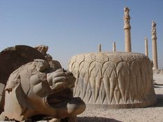 Lion sculpture in Persepolis, Iran Ancient Aliens, Ancient Art, Ancient History, Naher Osten, Alexandre Le Grand, Shiraz Iran, Epic Of Gilgamesh, Stone Lion, Fu Dog