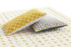 Coussin rectangulaire brodé à la main en tissu SILAÏ | Coussin rectangulaire - GAN By Gandia Blasco