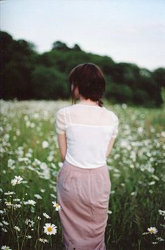 ❀ Flower Maiden Fantasy ❀ beautiful photography of women and flowers - field of daisies Breathe, Daisy Field, How To Pose, Lany, Photography Women, Mode Inspiration, Photoshoot, Trends, My Style