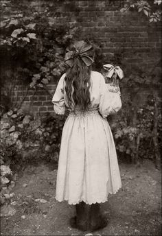 Black and White Vintage Photography: Take Photos Like A Pro With These Easy Tips – Black and White Photography Antique Photos, Vintage Pictures, Vintage Photographs, Old Pictures, Vintage Images, Old Photos, Vintage Girls, Vintage Children, Portraits Victoriens