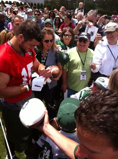 Tim Tebow signs for Jets fans. (June 14, 2012)
