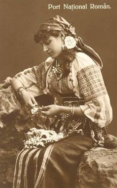 The romanian peasant and agriculture Vintage Photos Women, Antique Photos, Vintage Photographs, Old Photos, Folk Costume, Costumes, Romanian Women, Gypsy Culture, Ghost In The Machine