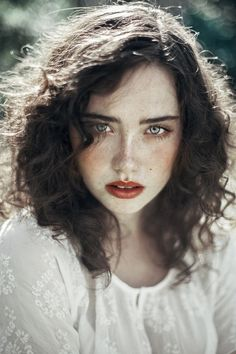 Beautiful Portraits of Women With Freckles Agata Serge is a young self-taught photographer from Lodz, Poland who currently based in Amsterdam, The Netherlands. Agata started photography in she shoots a lot of portrait, black and white… Women With Freckles, Female Character Inspiration, Gray Eyes, Blue Eyes, Brown Eyes, Portrait Inspiration, Hair Inspiration, Wedding Inspiration, Photo Reference