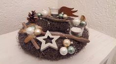 **es wird weihnachtlich bei StrandZeit**  Dieser schöne Adventskranz passt wunderbar in die Vorweihnachts - und Winterzeit. In Mintgrün - weiß gehalten, mit braunen Federn und...
