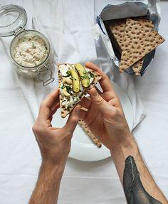 burczymiwbrzuchu: Śniadanie do łóżka #205: Pasta z makreli z orzecha...