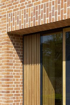 Brick and wood. Exterior of the Britten Pears Archive by Stanton Williams. Brick Cladding, Wood Facade, Brick Paneling, Timber Panelling, Brickwork, Timber Architecture, Timber Buildings, Small Buildings, Architecture Details