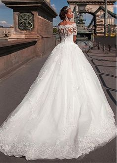 Buy discount Glamorous Tulle Off-the-shoulder Neckline Ball Gown Wedding Dresses With Lace Appliques at Laurenbridal.com