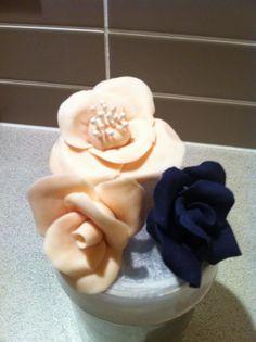 gumpaste roses Gum Paste, Polka Dots, Roses, Cookies, Cake, Crack Crackers, Pink, Biscuits, Mudpie