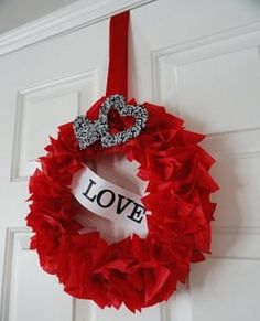 couronne pour la porte en rubans rouges