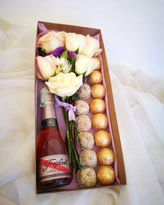Detalles de sábado por la tarde. De la mano de @keyscupcakes Flores y dulces la mejor combinación! #quelasfloresnopasendemoda #masquefloressomossentimientos