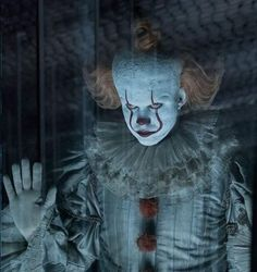 IT Chapter 2 Forgets What Made Pennywise So Scary Pennywise Film, Pennywise The Dancing Clown, Arte Horror, Horror Art, Clown Horror, Halloween Horror, Bill Skarsgard Pennywise, Newest Horror Movies, Scary Films