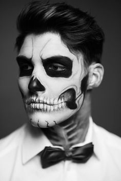 See related links to what you are looking for. Guys Halloween Makeup, Makeup Clown, Halloween Makeup Sugar Skull, Soirée Halloween, Sugar Skull Makeup, Male Makeup, Costume Makeup, Man Skull Makeup, Makeup Looks