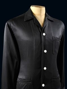 Derek Rose Woburn 8 Black Pyjamas Pure silk mens pyjamas with a satin stripe.  Styled beef90343