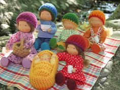 Dolls going on a picnic. This would make a nice Preschool Activity Set. Adorable! <3