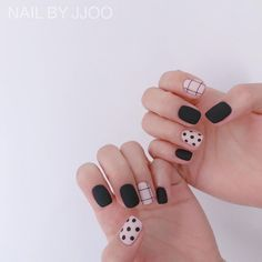 Want some ideas for wedding nail polish designs? This article is a collection of our favorite nail polish designs for your special day. Minimalist Nails, Nail Swag, Stylish Nails, Trendy Nails, Nail Polish Designs, Nail Art Designs, Diy Nails, Cute Nails, Classic Nails