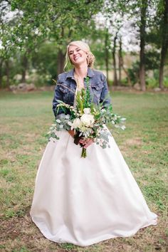 Texas Hill Country Wedding Inspiration - Rustic We Country Wedding Gowns, Civil Wedding, Modest Wedding, Country Look, Denim Wedding, Country Wedding Inspiration, Bridal Invitations, Wedding Trends, Wedding Ideas