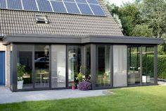 Modern conservatory extensions are a great way to extend your home and usually work out cheaper than a conventional house extension. Orangery Extension Kitchen, Extension Veranda, House Extension Design, Glass Extension, Roof Extension, House Design, Extension Costs, Bungalow Extensions, Garden Room Extensions