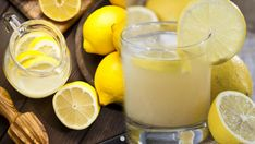 How to Make Lemon Water - Drink warm lemon water every morning to boost your immune system improve digestion and flush out the toxins Hot Lemon Water, Lemon Water Benefits, Lemon Water Weight Loss, Drinking Lemon Juice, Bitter Lemon, Smoothie Detox, Eat Lunch, Best Oatmeal, Balanced Diet