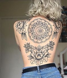 Cool And Amazing Back Tattoo Designs You Want To Show Off In Summer; Back Tattoos; Tattoos On The Back; Back tattoos of a woman; Little prince tattoos; 10 Tattoo, Form Tattoo, Backpiece Tattoo, Shape Tattoo, Tattoo Moon, Tattoo Small, Band Tattoos, Ribbon Tattoos, Body Art Tattoos