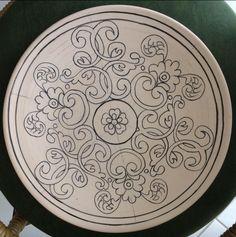 Ceramic Tile Art, Ceramic Painting, Rosemaling Pattern, Ceramic Glaze Recipes, Blue Pottery, Plate Art, Islamic Art Calligraphy, Mandala Coloring Pages, Mandala Painting