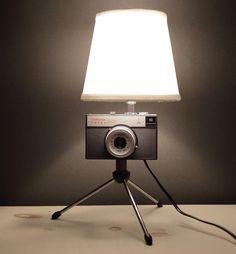 """2️⃣  Ретро светильник из  фотоаппарата """"Smena 8М"""" в очень хорошем состоянии ‼️ Этот фотоаппарат выпускался с 1970года. Он занесён в книгу рекордов Гиннеса как самый массовый фотоаппарат планеты.  40W. Мощность-яркость не регулируется. Фото свет - От Фонаря‼️ Уют в ретро стиле 3000сом  Есть доставка +996 705 26-73-06 #otfonarya.kg #ОтФонаря #светильник #лампаэдисона #свет #освещение #освещениебишкек #лофт #loft #light #люстры #pinterest #класснаяидея #идея #приглушенныйсвет #приятный... Tripod Lamp, Table Lamp, Lights, Home Decor, Beds, Table Lamps, Decoration Home, Room Decor, Lighting"""