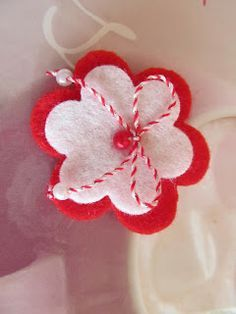 Eliquilling: Български мартеници 2013г. Valentine's Day Crafts For Kids, Craft Activities For Kids, Diy For Kids, Diy And Crafts, Arts And Crafts, Felt Flowers, Fabric Flowers, Paper Flowers, Valentine Day Crafts